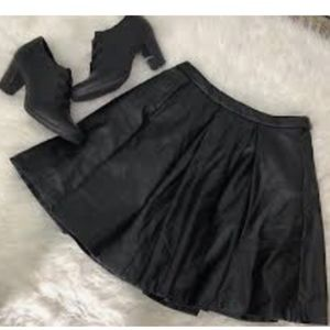 XXI Black Pleated Faux Leather Skirt SZ M